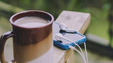 telefoon waarmee je podcasts over psychologie kunt luisteren