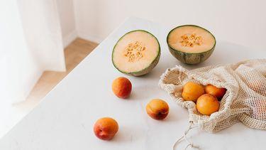 fruit in duurzaam katoenen tas