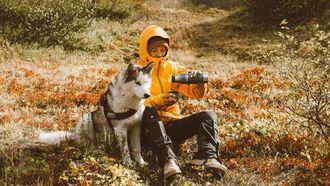 hond en baasje in de natuur