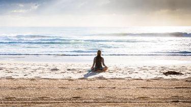 Mediteren op het strand