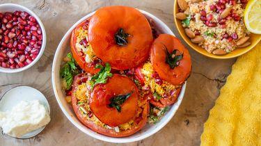 Gevulde tomaten met couscous en halloumi