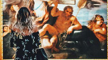 meisje voor schilderij