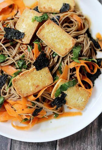salade met tofu als onderdeel van salades met veel eiwitten