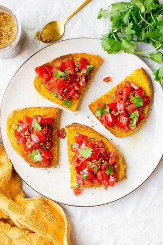 toast met tomaat en kurkuma