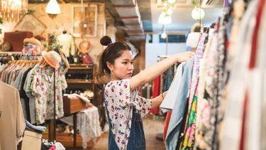 Meisje aan het winkelen