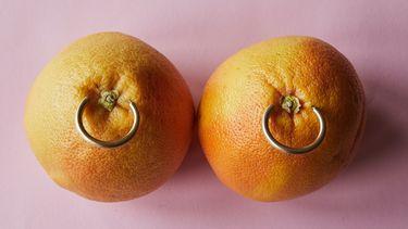 sinaasappel met piercings