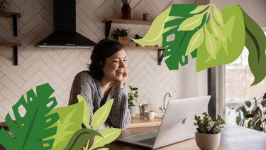 vrouw op laptop