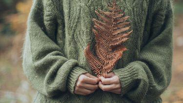 Vrouw is vrij van kwaaltjes in de herfst en winter