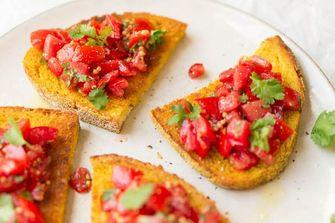 toast met tomaat en kurkurma