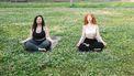 vrouwen doen Atmata Yoga