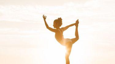 vrouw in yoga pose