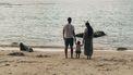 jong stel met kind op strand
