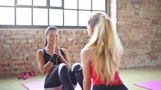 twee meiden aan het sporten