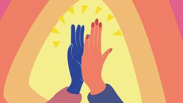 Vrienden op het werk die elkaar een high-five geven