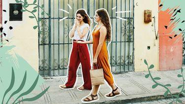 twee meisjes lopen op school