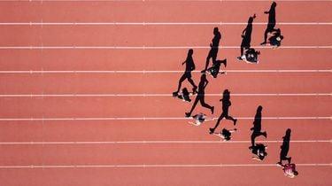mensen die een marathon lopen