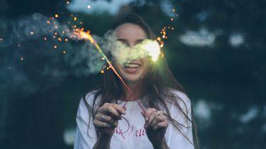 Meisje met vuurwerk