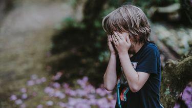 jongetje huilt