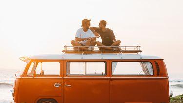 twee mannen op bus
