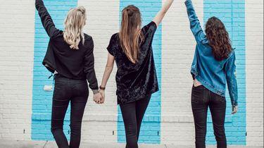 drie meisjes naast elkaar