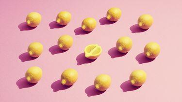 citroenen op roze achtergrond