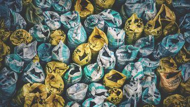zakken met vuilnis